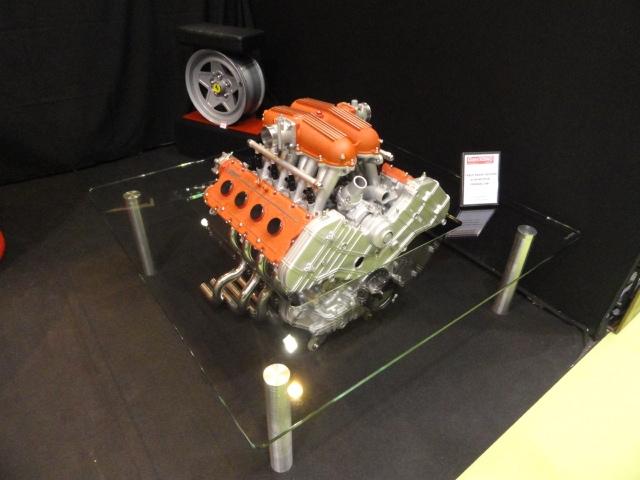 Stunning table basse quipe duun moteur ferrari with table basse moteur v12 - Table basse moteur voiture ...